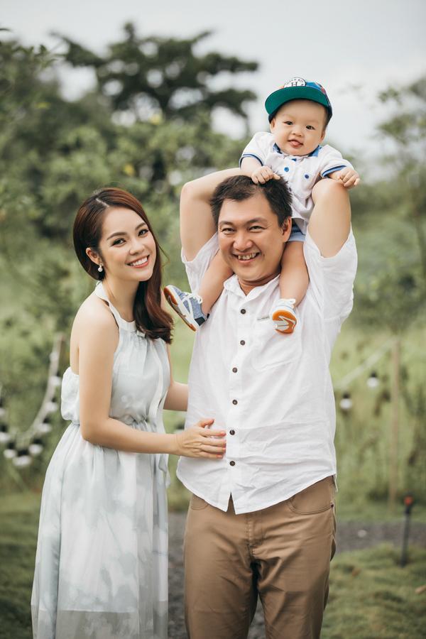 Dương Cẩm Lynh hạnh phúc viên mãn bên chồng và con trai - Ảnh minh hoạ 5