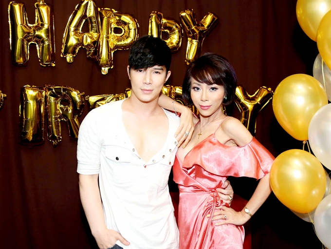 Nathan Lee hôn Lý Nhã Kỳ, Phương Mai trong tiệc sinh nhật - Ảnh minh hoạ 6