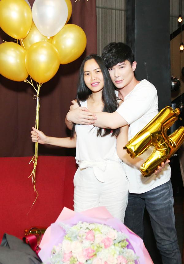 Nathan Lee hôn Lý Nhã Kỳ, Phương Mai trong tiệc sinh nhật - Ảnh minh hoạ 7