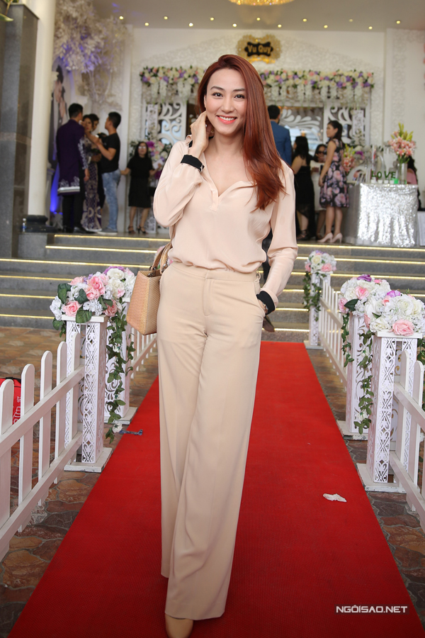 Ngân Khánh từ Singapore về Trà Vinh dự đám cưới Lê Phương
