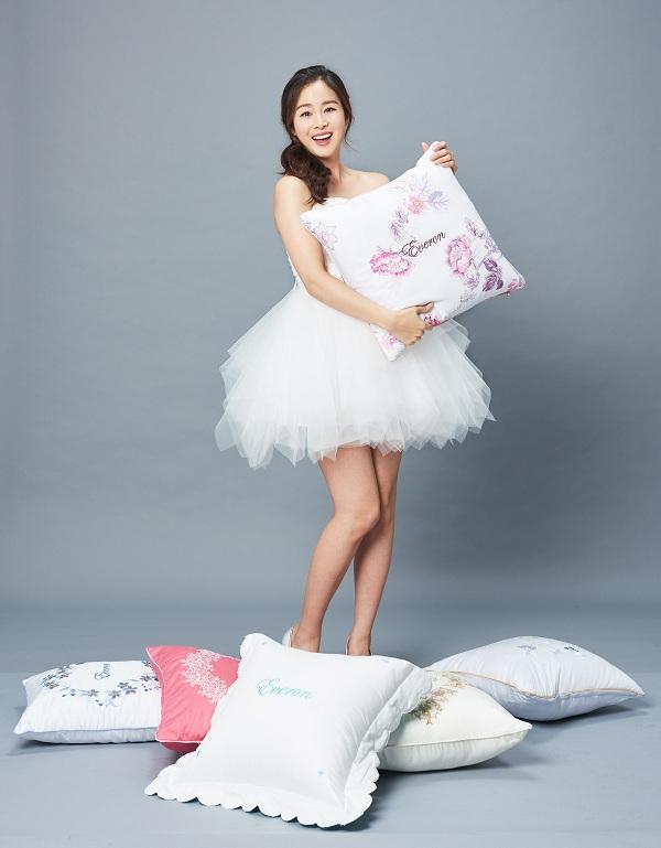 Kim Tae Hee khoe nhan sắc mặn mà trong bộ ảnh mới - Ảnh minh hoạ 7