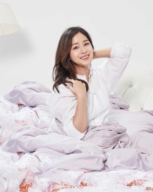 Kim Tae Hee khoe nhan sắc mặn mà trong bộ ảnh mới - Ảnh minh hoạ 2