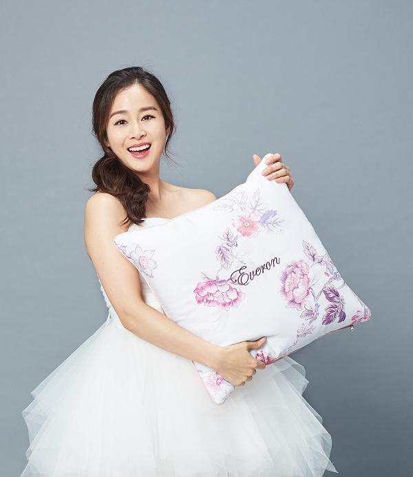 Kim Tae Hee khoe nhan sắc mặn mà trong bộ ảnh mới - Ảnh minh hoạ 6