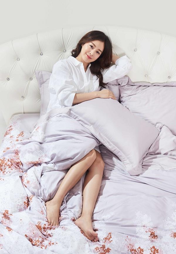 Kim Tae Hee khoe nhan sắc mặn mà trong bộ ảnh mới