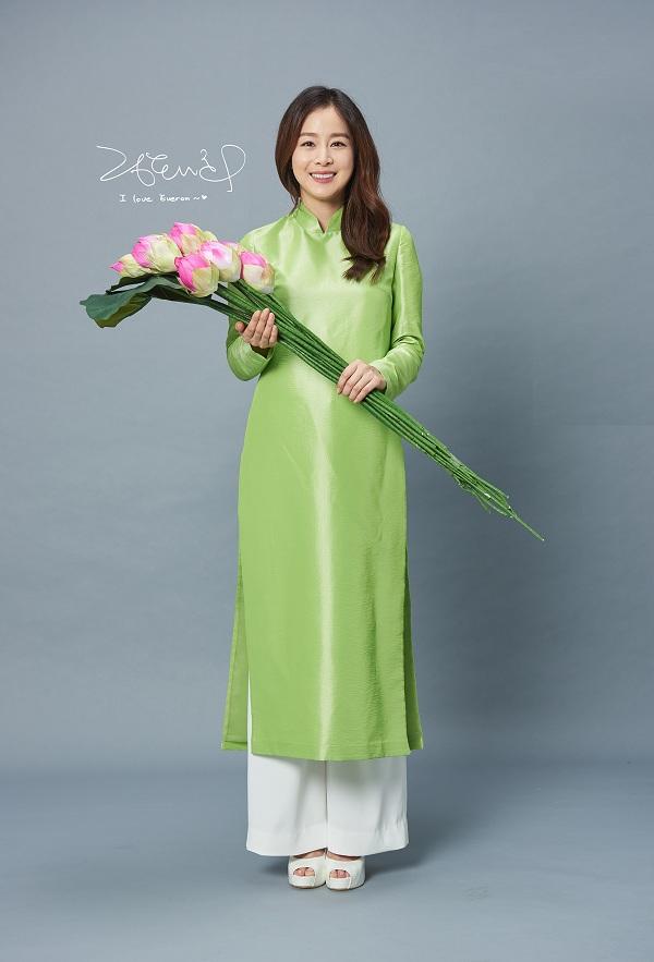 Kim Tae Hee khoe nhan sắc mặn mà trong bộ ảnh mới - Ảnh minh hoạ 8