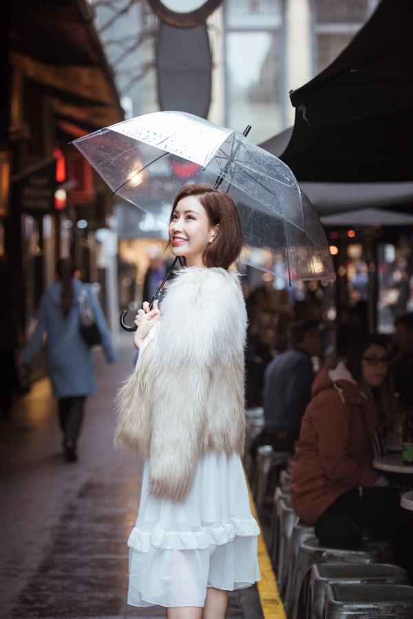 Hoa hậu Lam Cúc dạo chơi trong tiết trời lạnh giá tại Melbounre - Ảnh minh hoạ 4
