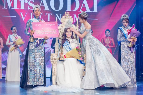 Hoàng Dung đăng quang Mrs Ao dai Vietnam 2017 - Ảnh minh hoạ 2