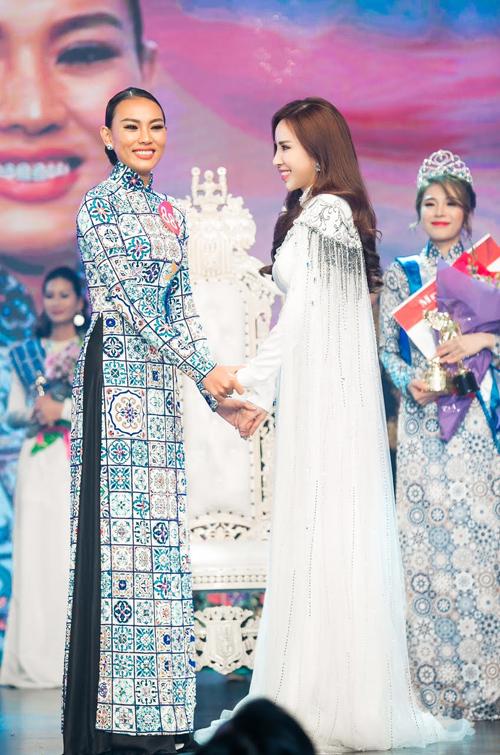 Hoàng Dung đăng quang Mrs Ao dai Vietnam 2017 - Ảnh minh hoạ 4