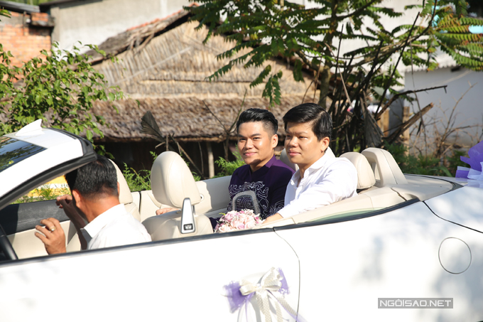 Trung Kiên đi xe mui trần sang trọng đến hỏi cưới Lê Phương - Ảnh minh hoạ 4