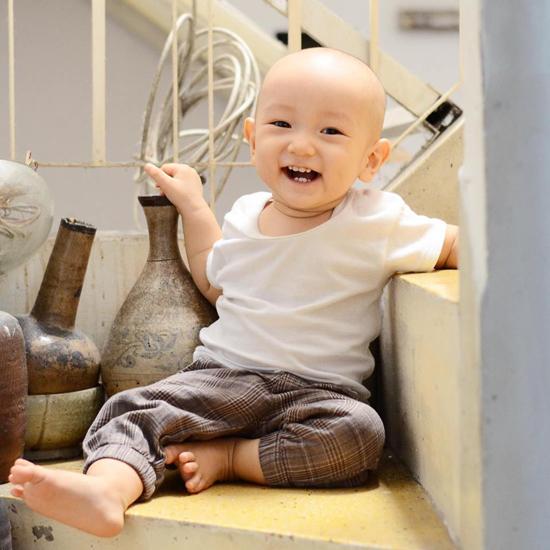 10 tháng tuổi, con trai thứ hai của Ngô Quang Hải vẫn chưa có tóc - Ảnh minh hoạ 3