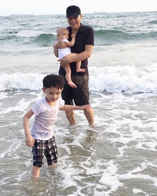 10 tháng tuổi, con trai thứ hai của Ngô Quang Hải vẫn chưa có tóc - Ảnh minh hoạ 12