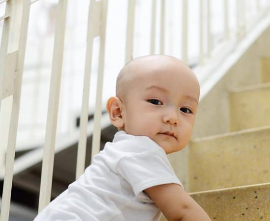10 tháng tuổi, con trai thứ hai của Ngô Quang Hải vẫn chưa có tóc - Ảnh minh hoạ 7