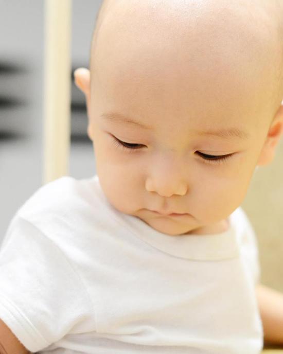 10 tháng tuổi, con trai thứ hai của Ngô Quang Hải vẫn chưa có tóc - Ảnh minh hoạ 8