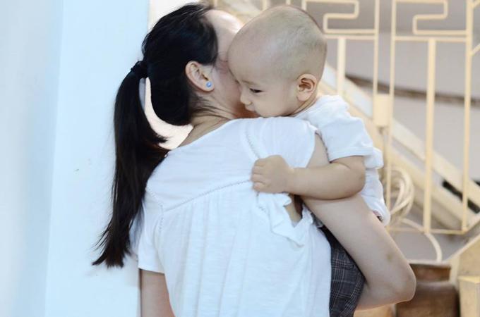 10 tháng tuổi, con trai thứ hai của Ngô Quang Hải vẫn chưa có tóc - Ảnh minh hoạ 2