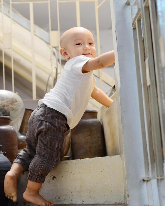 10 tháng tuổi, con trai thứ hai của Ngô Quang Hải vẫn chưa có tóc - Ảnh minh hoạ 6