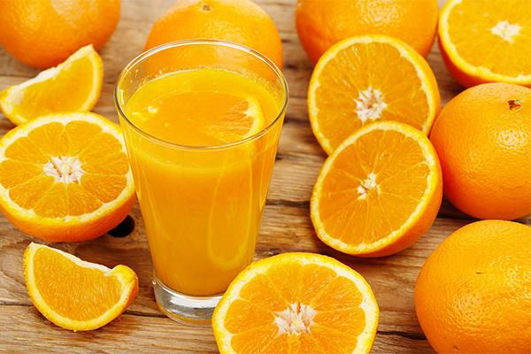 Cam chứa tới 80% là nước, là loại quả bổ sung nước tuyệt vời cho làn da.