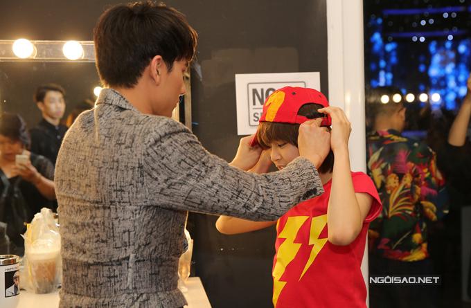 van-mai-huong-bich-phuong-make-up-ky-luong-truoc-gio-len-song-7