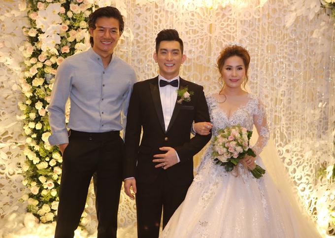 Lâm Khánh Chi cùng hôn phu điển trai dự tiệc cưới của Bảo Duy - Ảnh minh hoạ 5
