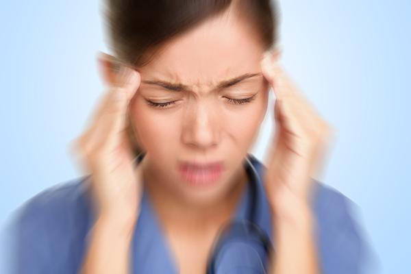 Nếu thường xuyên bị đau đầu, cần xem lại chế độ dinh dưỡng.
