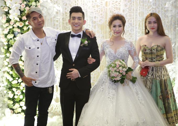 Lâm Khánh Chi cùng hôn phu điển trai dự tiệc cưới của Bảo Duy - Ảnh minh hoạ 6