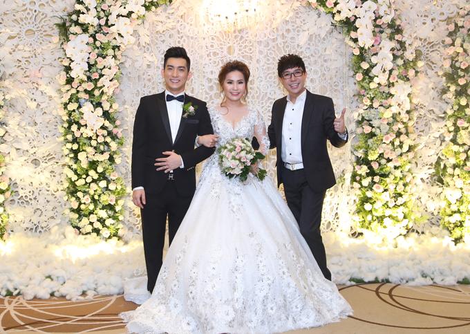 Lâm Khánh Chi cùng hôn phu điển trai dự tiệc cưới của Bảo Duy - Ảnh minh hoạ 7