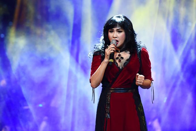 Hồng Nhung mặc váy Mỹ Tâm tặng dịp sinh nhật lên sân khấu - Ảnh minh hoạ 8