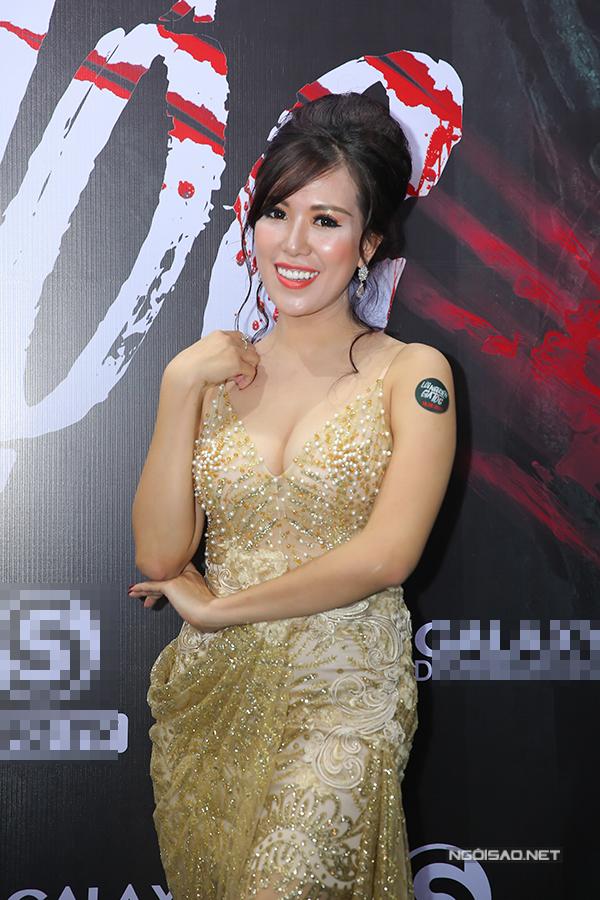 phi-huyen-trang-mac-sexy-lan-at-phi-thanh-van-trong-su-kien-4