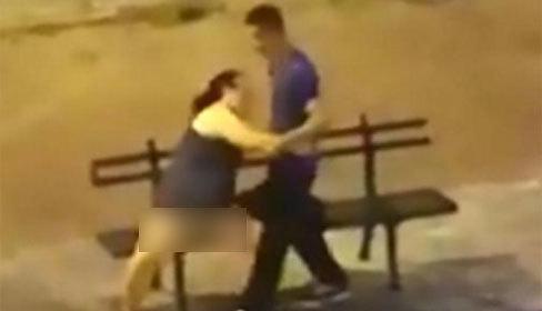 Cô gái say xỉn gạ gẫm bạn trai làm 'chuyện ấy' nơi công cộng