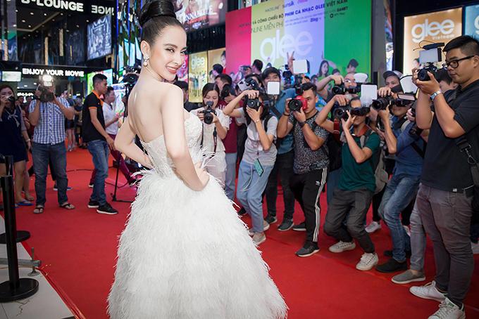 Angela Phương Trinh sexy hết cỡ đi event dù đang ốm nặng - Ảnh minh hoạ 3