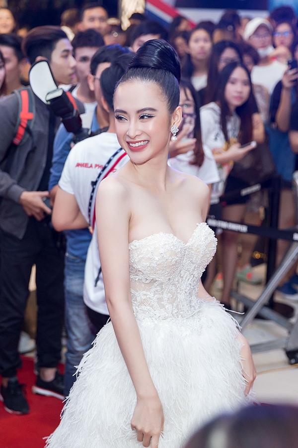 Angela Phương Trinh sexy hết cỡ đi event dù đang ốm nặng - Ảnh minh hoạ 6