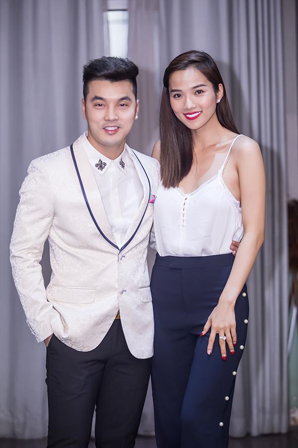 Ưng Hoàng Phúc xúc động hôn vợ trong sinh nhật ở Hà Nội - Ảnh minh hoạ 8