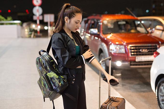 Bảo Anh ăn vội ở sân bay lúc rạng sáng trước khi đi London - Ảnh minh hoạ 3