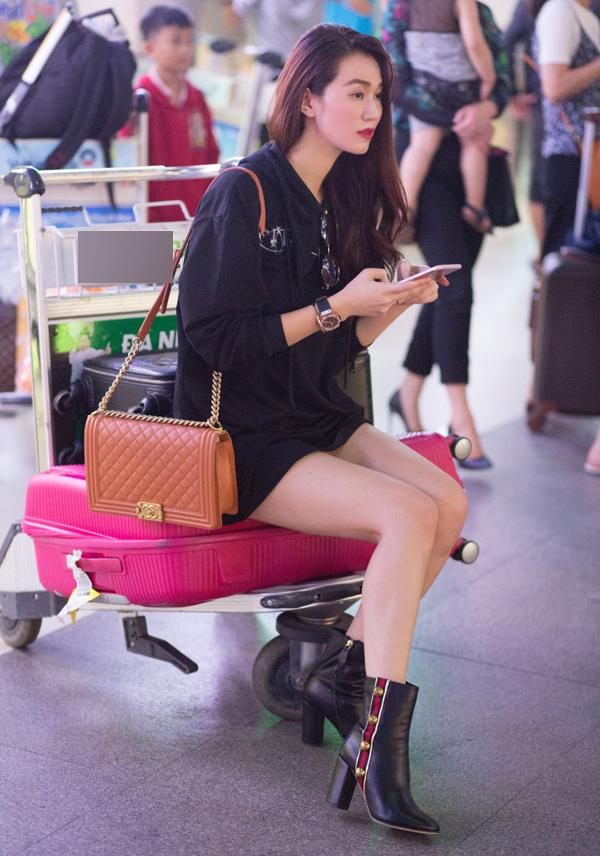 Khánh My diện mốt giấu quần, khoe chân dài ở sân bay - Ảnh minh hoạ 6