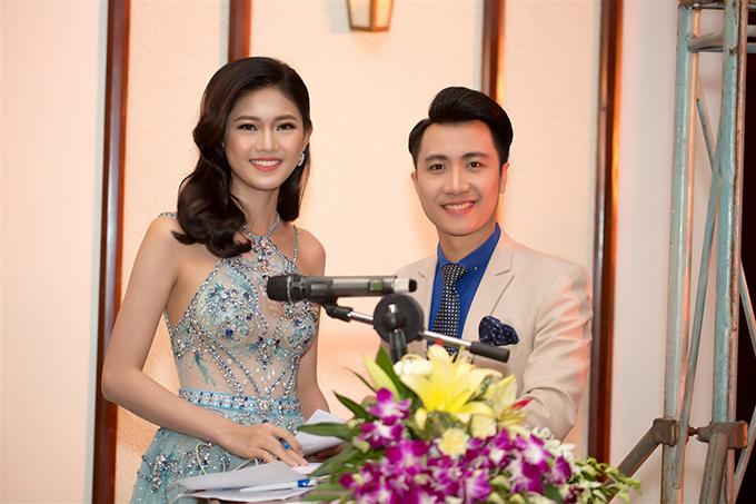 Á hậu Thanh Tú mặc hai bộ đầm sexy đi làm MC ở Đà Nẵng - Ảnh minh hoạ 10