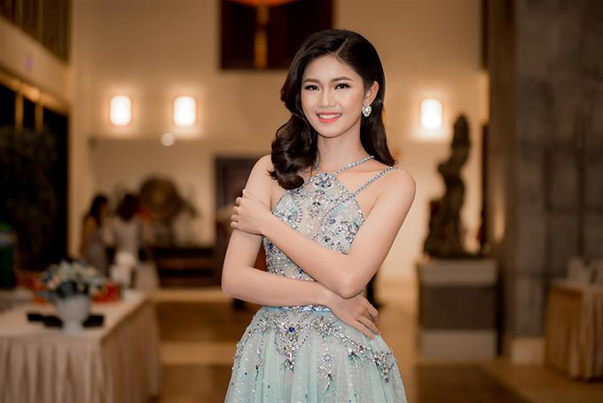Á hậu Thanh Tú mặc hai bộ đầm sexy đi làm MC ở Đà Nẵng - Ảnh minh hoạ 6