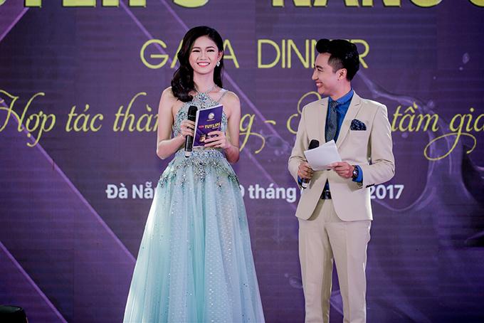 Á hậu Thanh Tú mặc hai bộ đầm sexy đi làm MC ở Đà Nẵng - Ảnh minh hoạ 9
