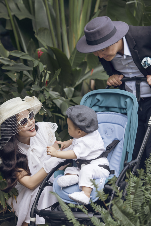 Dương Cẩm Lynh mặc điệu đà đi dạo cùng chồng và con trai - Ảnh minh hoạ 6