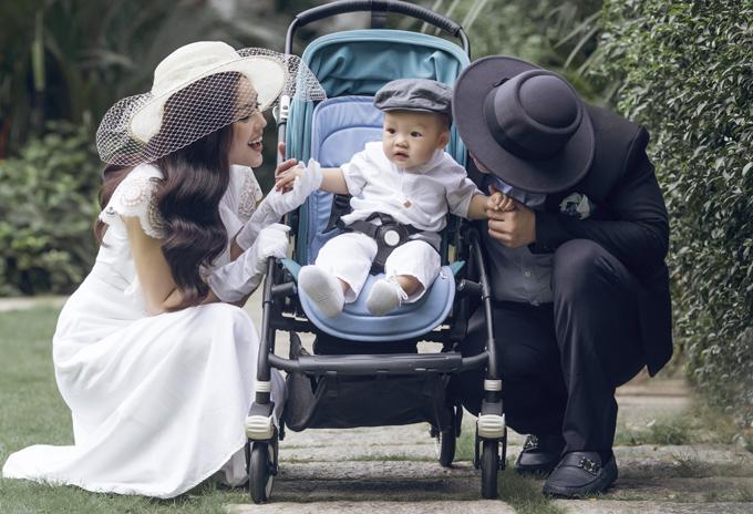 Dương Cẩm Lynh mặc điệu đà đi dạo cùng chồng và con trai - Ảnh minh hoạ 7