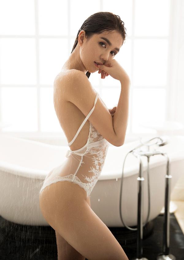 ngoc-trinh-dien-noi-y-khoe-duong-cong-sexy-3