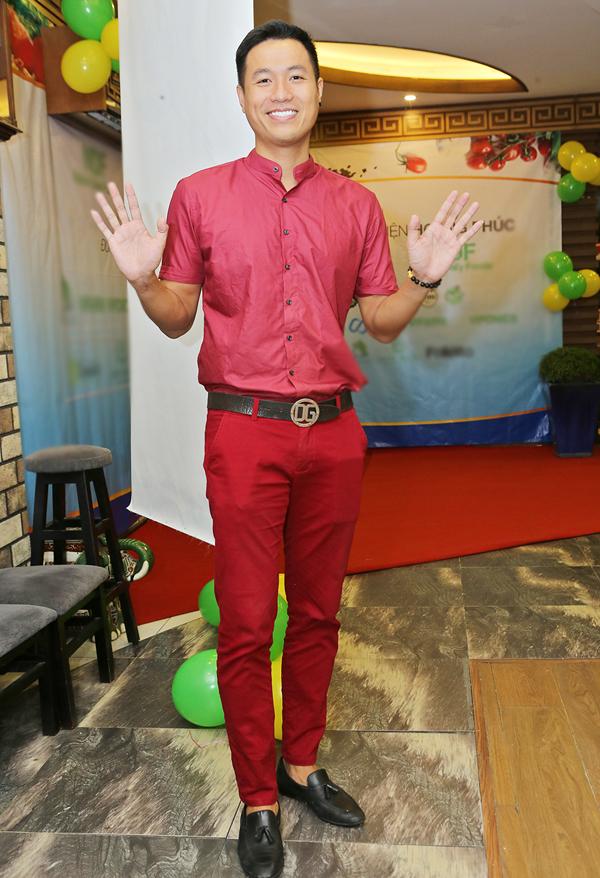 Phi Thanh Vân mặc kín mít, thân thiết với trai Tây trong sự kiện - Ảnh minh hoạ 7
