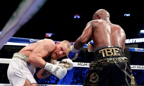 Mayweather thắng knock-out McGregor