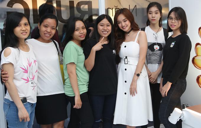 Kaity Nguyễn vai trần gợi cảm đi sự kiện - Ảnh minh hoạ 8