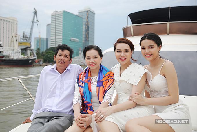 Diệu Hân cùng bố mẹ và em gái dự tiệc trên du thuyền triệu đô - Ảnh minh hoạ 4