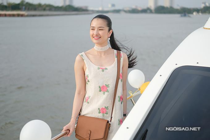 Diệu Hân cùng bố mẹ và em gái dự tiệc trên du thuyền triệu đô - Ảnh minh hoạ 5