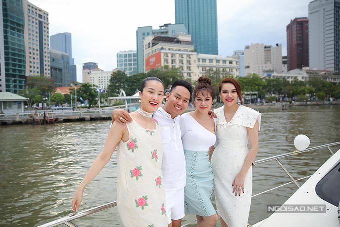 Diệu Hân cùng bố mẹ và em gái dự tiệc trên du thuyền triệu đô - Ảnh minh hoạ 7