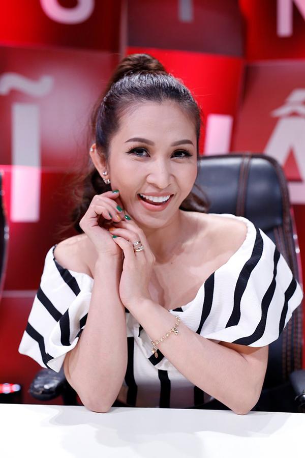 Vân Quang Long hiếm hoi để lộ mặt bà xã xinh đẹp kém 10 tuổi - Ảnh minh hoạ 10