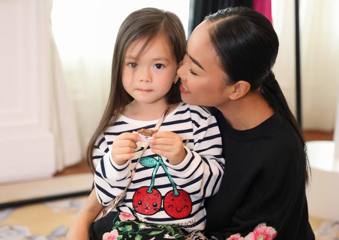 Con gái Đoan Trang sành điệu không kém mẹ - Ảnh minh hoạ 2