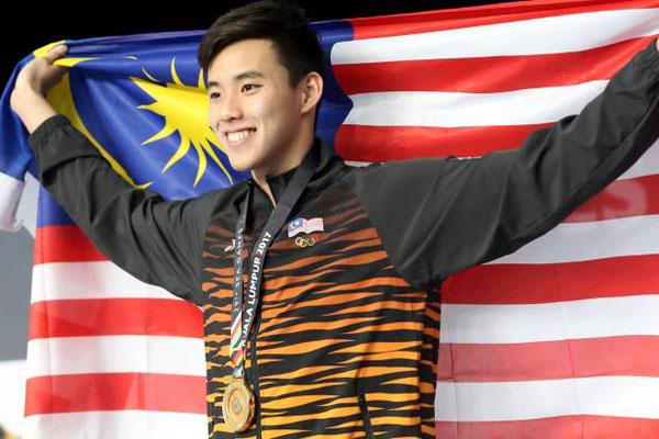 Thành tích đáng nể nhất của kình ngư Malaysia là hai lần đánh bại nhà vô địch Olympic Mark Horton (Australia) trong hai giải đấu hồi đầu năm ở 400m tự do. Trong khi Joseph Schooling, kình ngư nổi tiếng của Singapore có điều kiện luyện tập ở Mỹ, Welson Sim chỉ tập ở trong nước và tạo lập