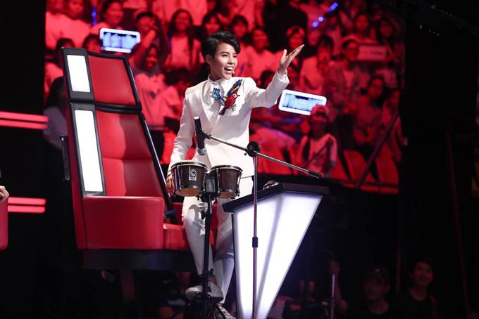 Soobin Hoàng Sơn bối rối vì cô bé nói giọng 3 miền