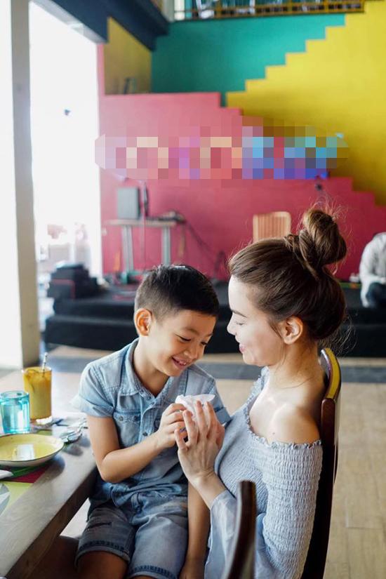 Nghi vấn Hà Hồ đưa con trai đi du lịch cùng Kim Lý tại Đà Nẵng - Ảnh minh hoạ 4